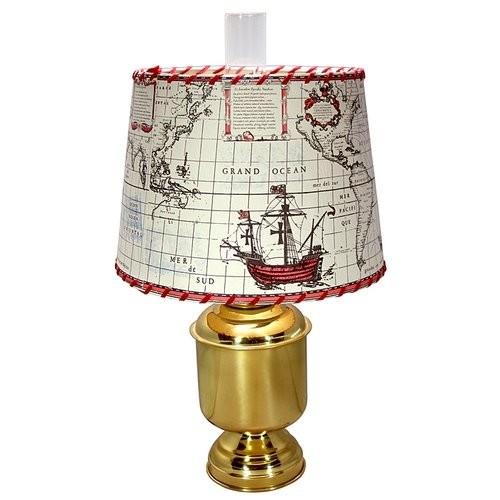 Petroleumlampe mit rundem Kartonschirm